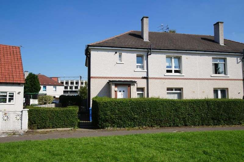3 Bedrooms Flat for sale in Brock Oval, Glasgow