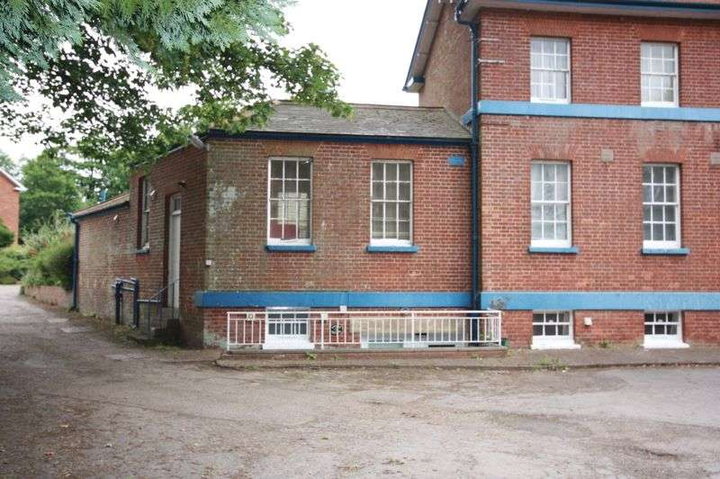1 Bedroom Flat for sale in Western Road, Crediton