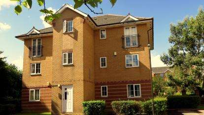 2 Bedrooms Flat for sale in Campbell Drive, Cardiff, Caerdydd