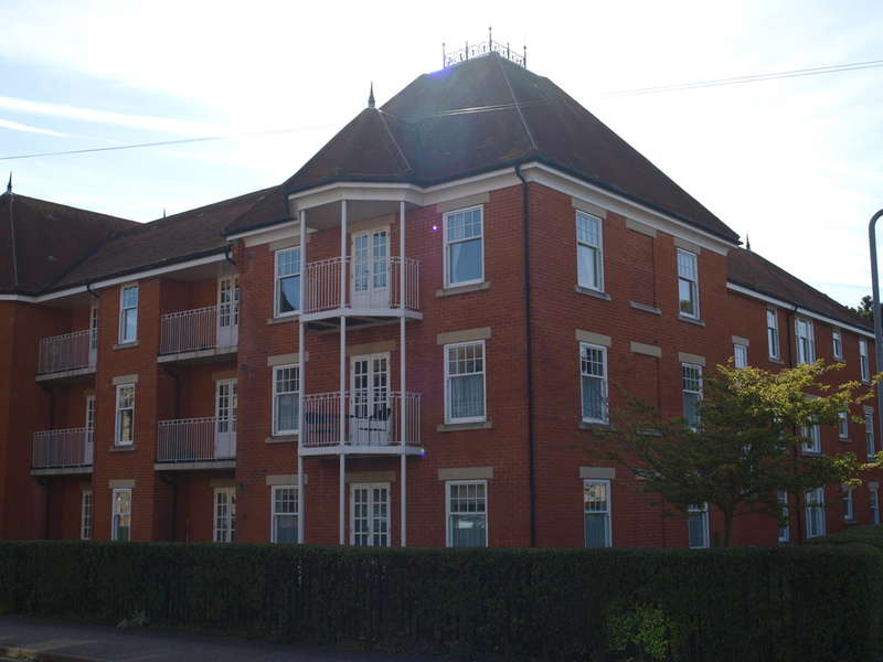 2 Bedrooms Ground Flat for sale in Langtry Court, Clacton CO15 6JX