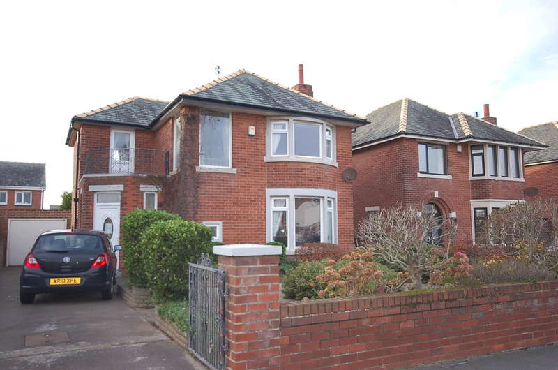 3 Bedrooms Detached House for sale in Clifton Drive, Blackpool