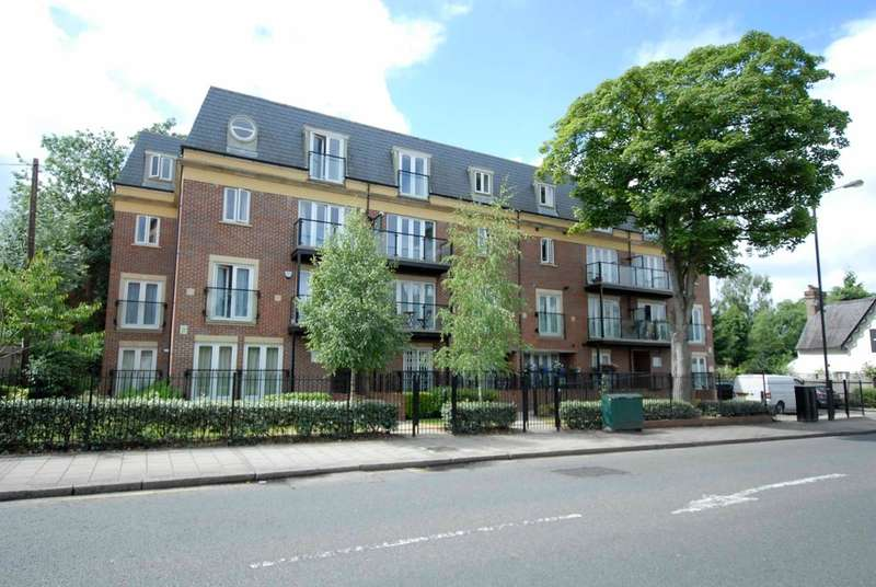 2 Bedrooms Flat for sale in Gray Court , Marsh Road, Pinner