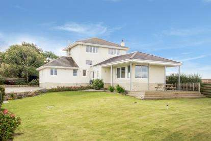 4 Bedrooms Detached House for sale in Drumdow Road, Turnberry