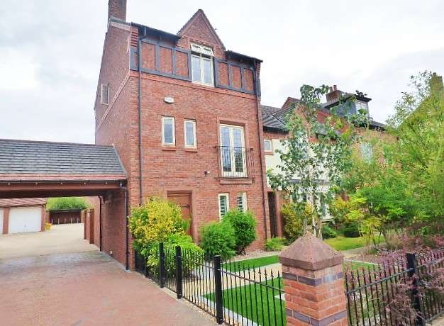 4 Bedrooms House for sale in Butts Green, Kingswood, Warrington