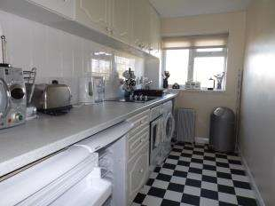 1 Bedroom Flat for sale in Toronto Close, Worthing, West Sussex