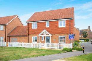 4 Bedrooms Link Detached House for sale in Meadow Drive, Henfield, West Sussex