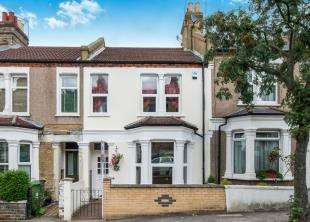 3 Bedrooms Terraced House for sale in Nithdale Road, London