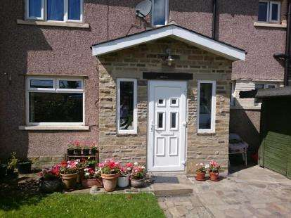 3 Bedrooms Terraced House for sale in Back Lane, Wilsden, Bradford, West Yorkshire