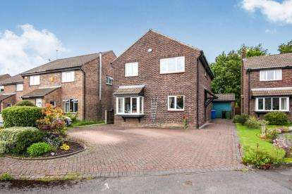 4 Bedrooms Detached House for sale in Duncombe Close, Bramhall, Stockport, Greater Manchester