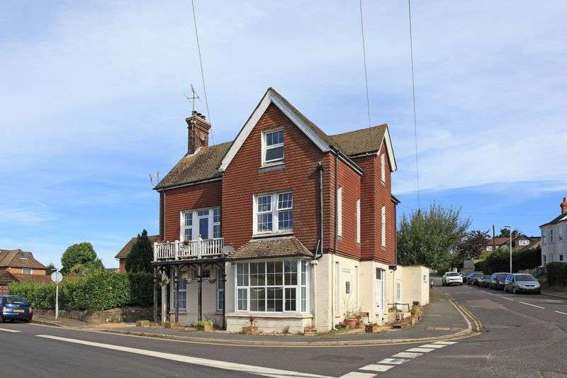 2 Bedrooms Flat for sale in Whitehill Road, Crowborough, East Sussex