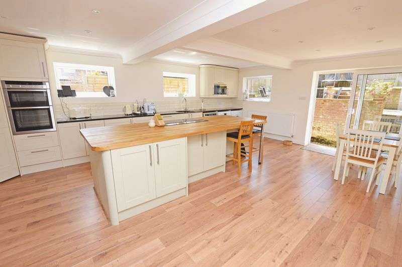 4 Bedrooms Semi Detached House for sale in Partridge Green, Alton, Hampshire