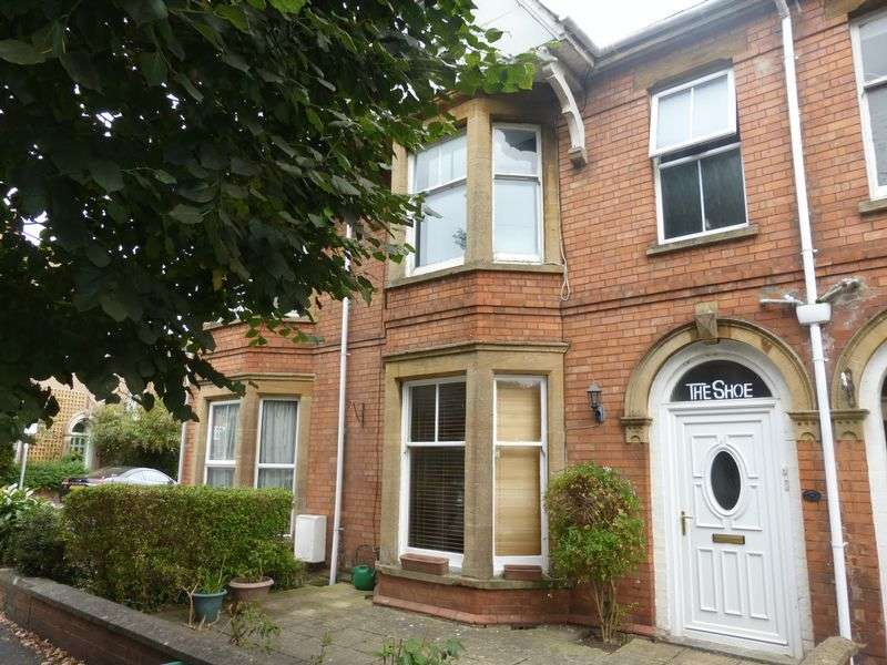 5 Bedrooms Terraced House for sale in The Avenue, Yeovil