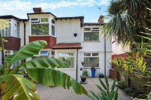 3 Bedrooms Semi Detached House for sale in Calmont Road, Bromley, .