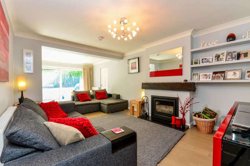 3 Bedrooms Detached House for sale in Guildford, Onslow Village, GU2