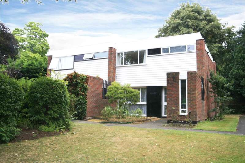 3 Bedrooms Semi Detached House for sale in Fosse Way, West Byfleet, Surrey, KT14