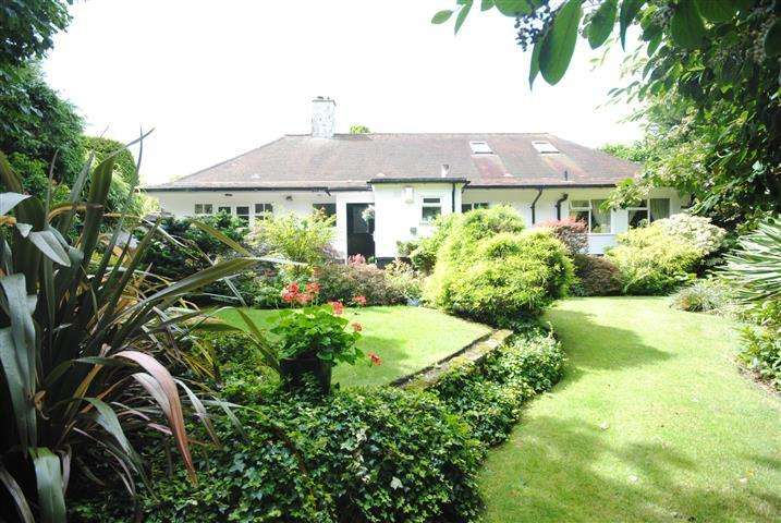 3 Bedrooms Detached Bungalow for sale in Heath Hey, Woolton, Liverpool, L25