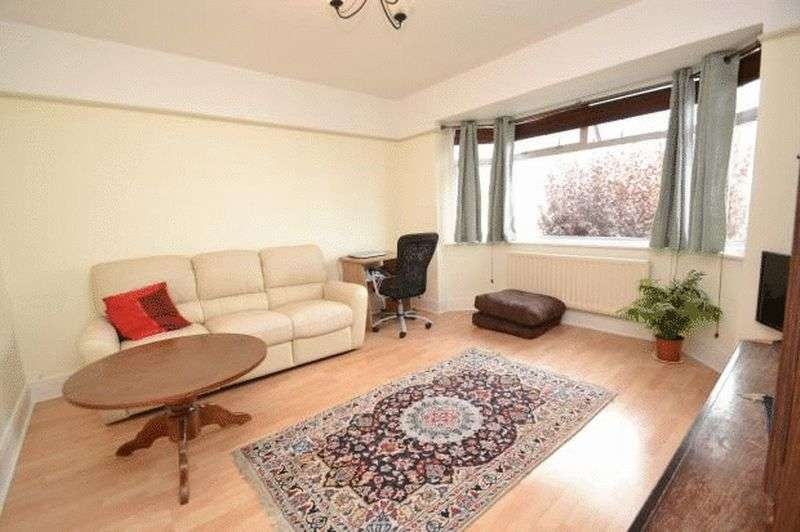 2 Bedrooms Flat for sale in Mortimer Road, Bournemouth