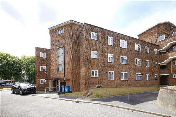 2 Bedrooms Apartment Flat for sale in Greatfield Close, Brockley