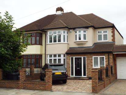 5 Bedrooms Semi Detached House for sale in Romford, Essex, London