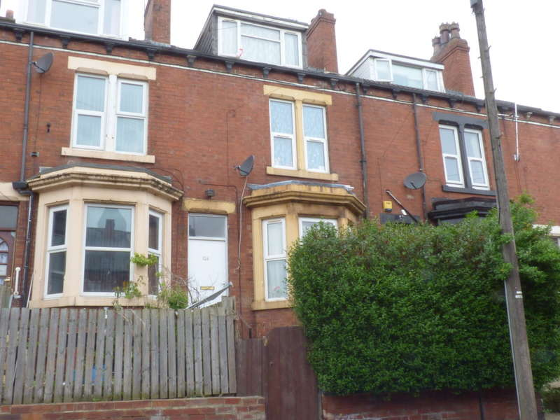 4 Bedrooms Terraced House for sale in Lady Pit Lane, Beeston, LS11 6EE