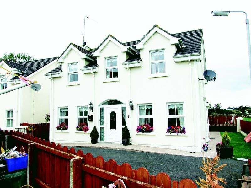 4 Bedrooms Detached House for sale in 2 Newtown Court, Cloughogue, Newry, BT35 8GX