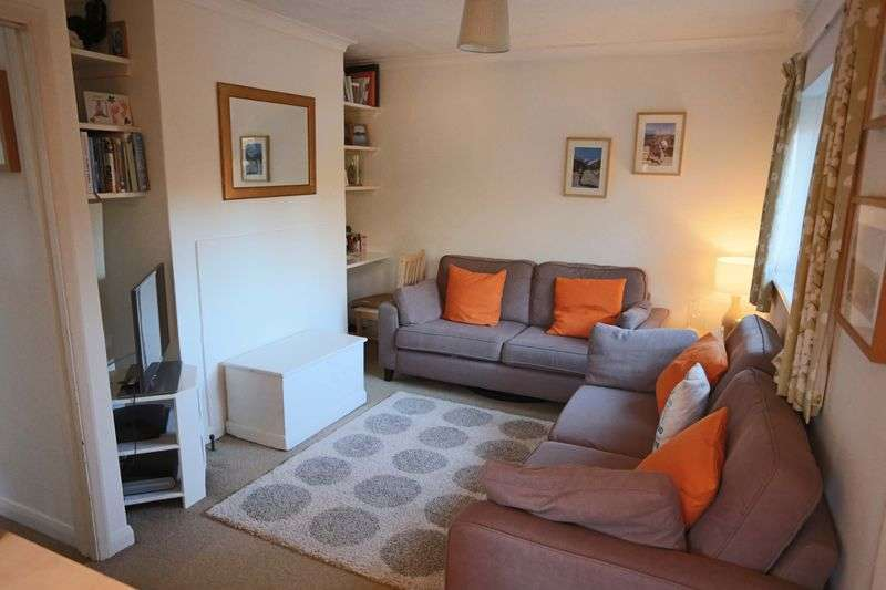 2 Bedrooms Flat for sale in Tythe Barn, Bolney
