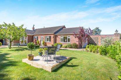 3 Bedrooms Bungalow for sale in Holt, Norfolk
