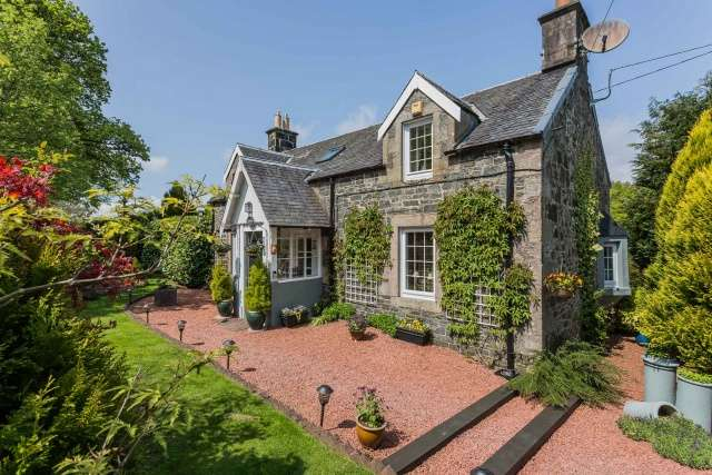 3 Bedrooms Cottage House for sale in Lamington, Biggar, ML12 6HP