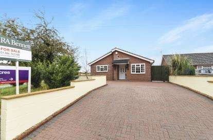 4 Bedrooms Bungalow for sale in High Street, Honeybourne, Evesham, Worcestershire