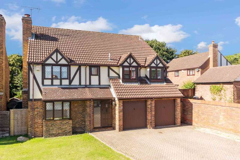 5 Bedrooms Detached House for sale in Squirrel Chase, Fields End