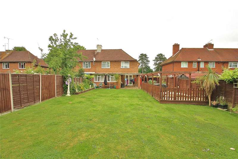 3 Bedrooms Semi Detached House for sale in Oak Tree Road, Knaphill, Woking, Surrey, GU21