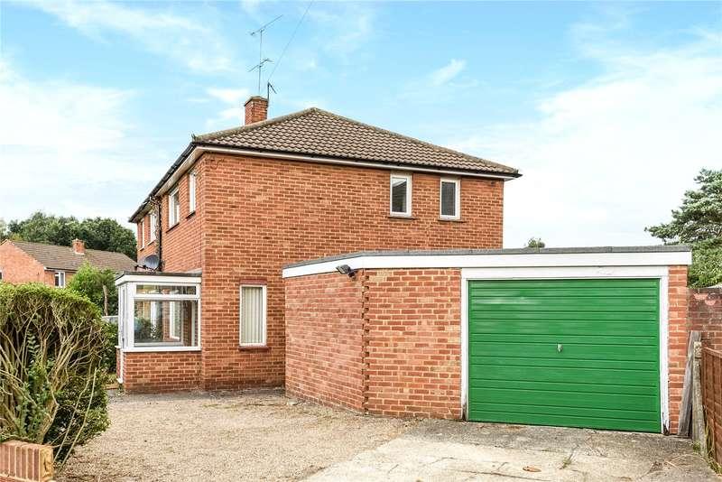 3 Bedrooms Semi Detached House for sale in Bain Avenue, Camberley, Surrey, GU15