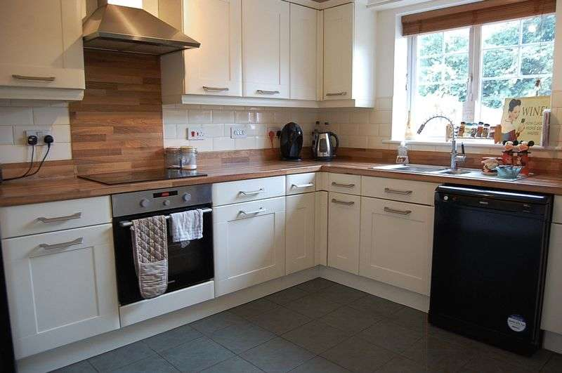 3 Bedrooms Terraced House for sale in ** HOT PROPERTY ** Alwin Close, Wallsend