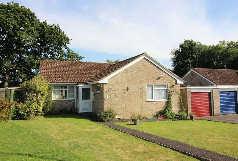 3 Bedrooms Detached Bungalow for sale in Cedar Close, Chard