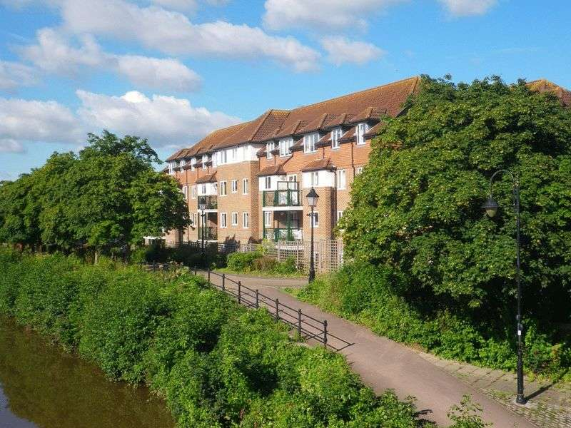 2 Bedrooms Flat for sale in Dellers Wharf, Taunton