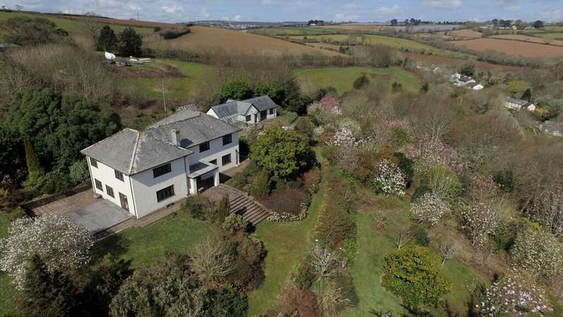 5 Bedrooms Detached House for sale in Port Navas, Falmouth, Cornwall, TR11