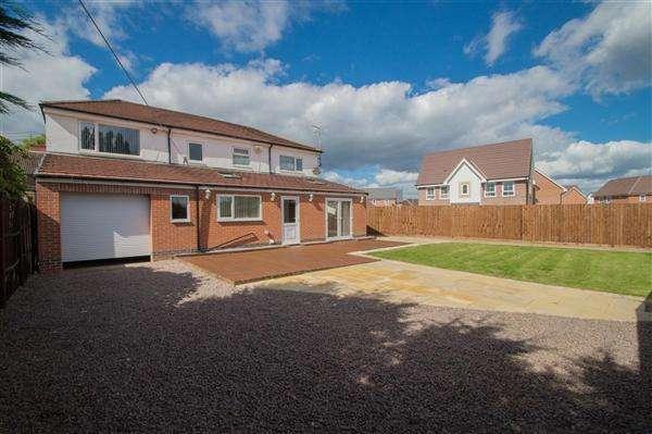 5 Bedrooms Detached House for sale in Oakenhall Avenue, Hucknall, Nottingham