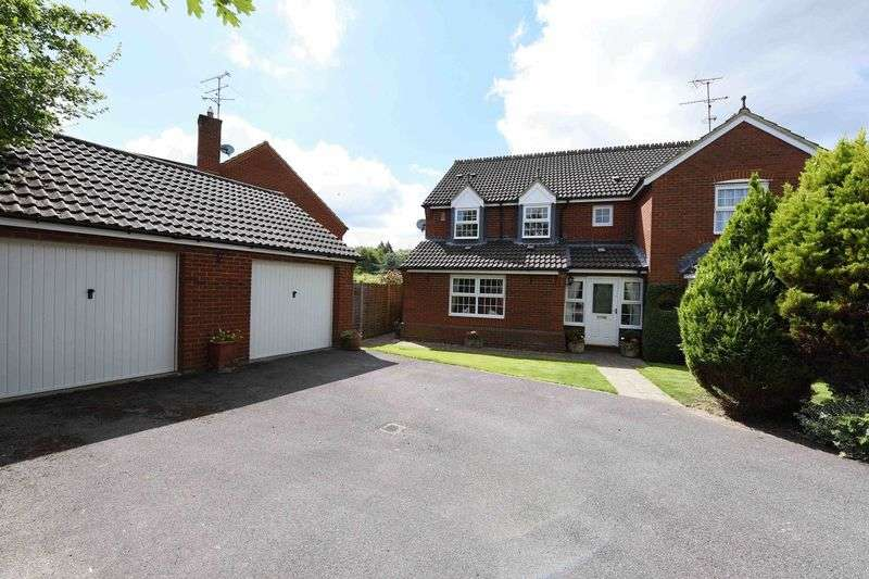 5 Bedrooms Detached House for sale in Farriers Close, Bramley