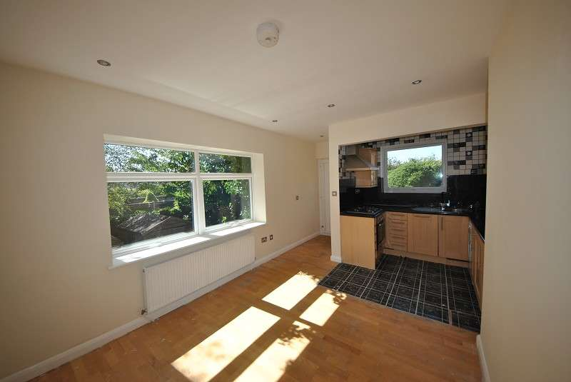 2 Bedrooms Ground Flat for sale in Queens Road, Southport. PR9 9HB