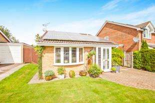 2 Bedrooms Detached House for sale in Isis Close, Lympne, Hythe, Kent