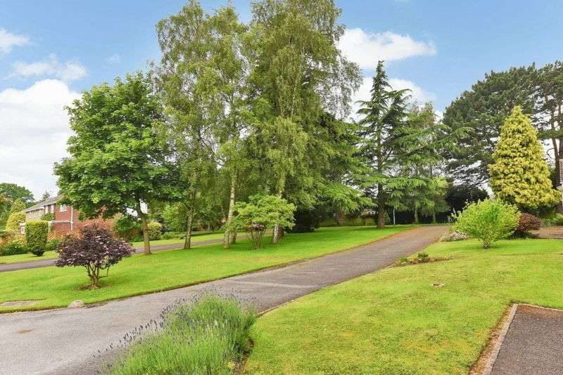 3 Bedrooms Detached House for sale in The Yews, Leicester