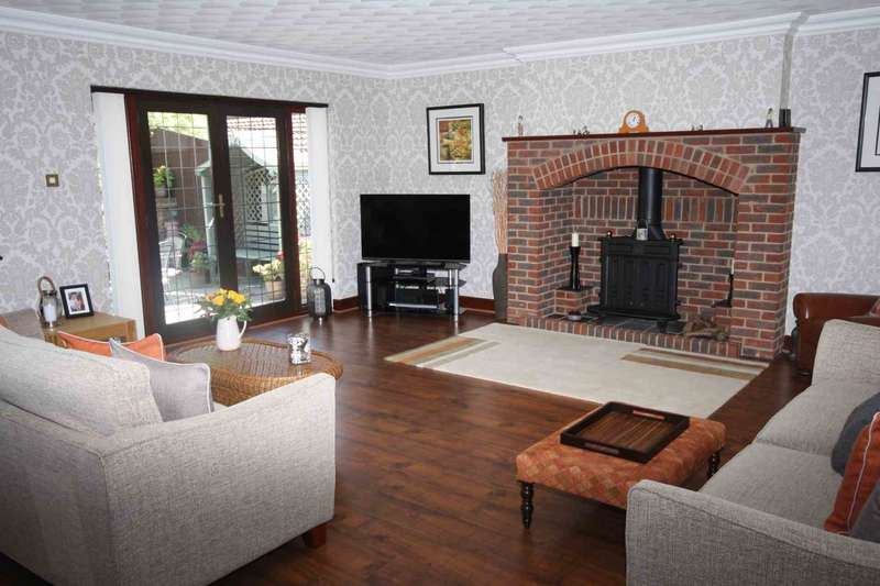 5 Bedrooms Detached House for sale in Crays Hill Road, Crays Hill, Billericay