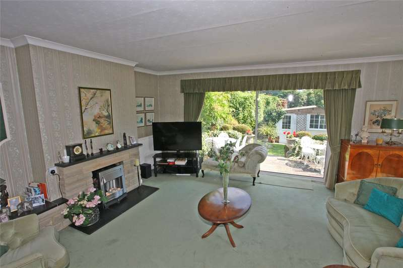 2 Bedrooms Detached Bungalow for sale in Larkfield Road, Farnham, Surrey, GU9
