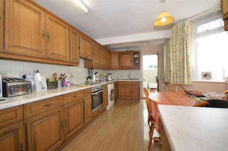 3 Bedrooms Terraced House for sale in Oakleigh Road North, London