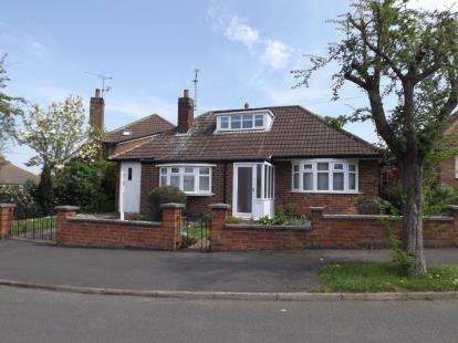 2 Bedrooms Bungalow for sale in Elizabeth Drive, Oadby, Leicester, Leicestershire