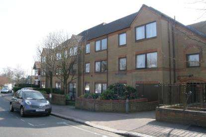 1 Bedroom Retirement Property for sale in Lychgate Court, 34 Friern Park, London