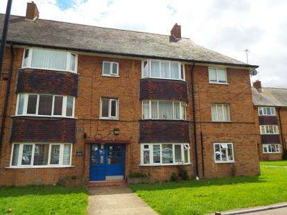 2 Bedrooms Flat for sale in Elsinge Road, Enfield