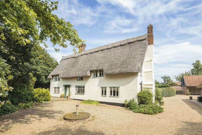 4 Bedrooms Detached House for sale in Semere Green Lane, Dickleburgh, Norfolk