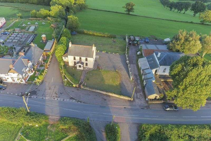 4 Bedrooms Detached House for sale in Henllys, Cwmbran