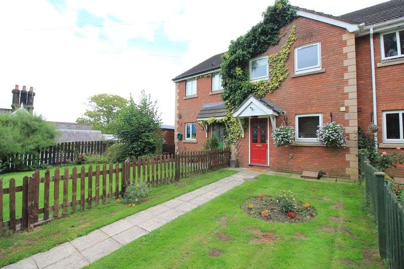 2 Bedrooms Terraced House for sale in Weston Rhyn, Oswestry